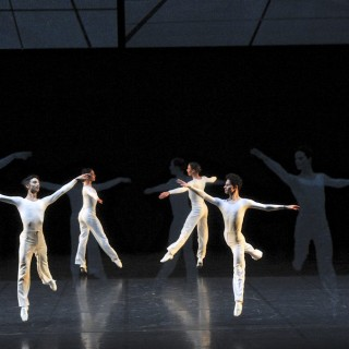 «Dance» mille voltes