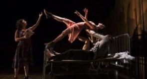 Poème visuel sous l'oeil de la Camarde, par le Théâtre Dromesko