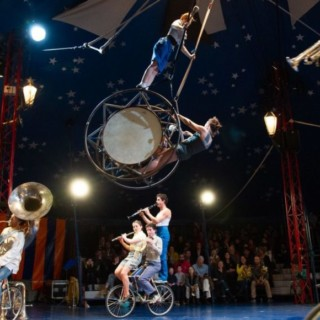 Du cirque jusqu'à s'en sentir (V)îvre