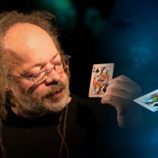 Les cartes s'envolent, la magie reste